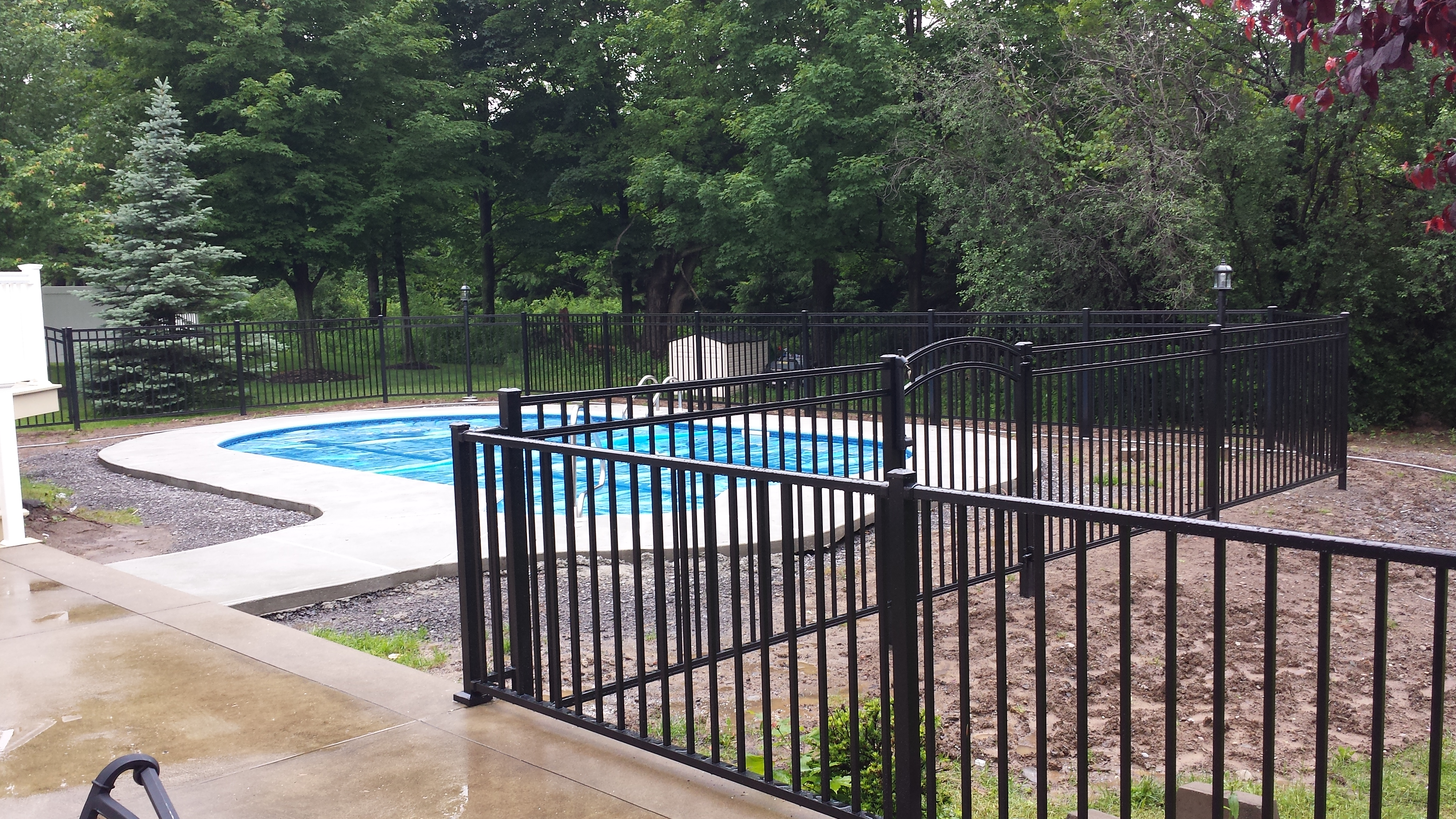 2 Tips to Make a Splash with a Pool Fence -